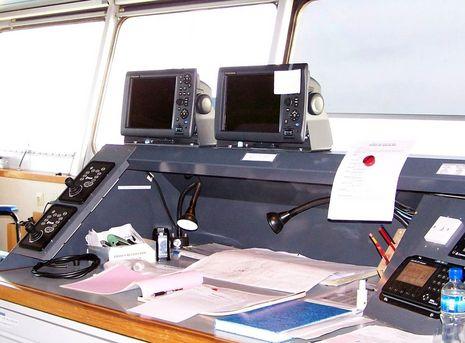 Furuno_MFD12s_with_Joysticks-Maersk_Alabama.JPG