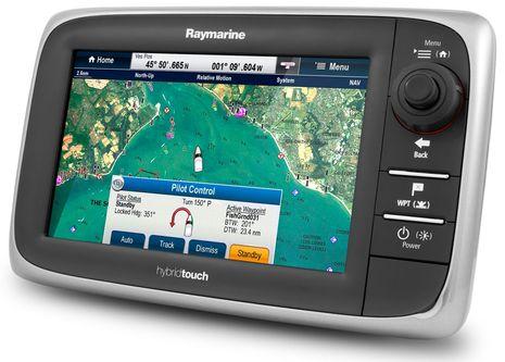 Raymarine_e7_with_autopilot.jpg