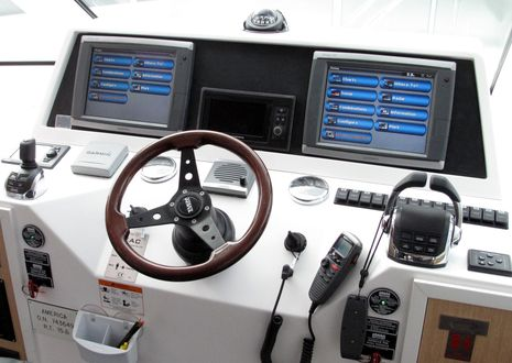 AC34_mark_boat_version2__helm_cPanbo.jpg