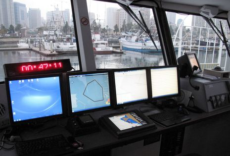 AC34_committee_boat_Regardless_pilothouse_cPanbo.jpg