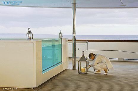 superyacht_A_forward_hot_tub.jpg