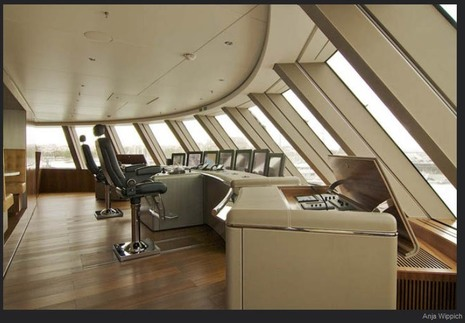 superyacht_A_pilothouse_by_Anja_Wippich.jpg