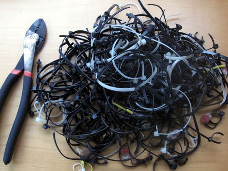 Gizmo_old_cable_ties_cPanbo.jpg
