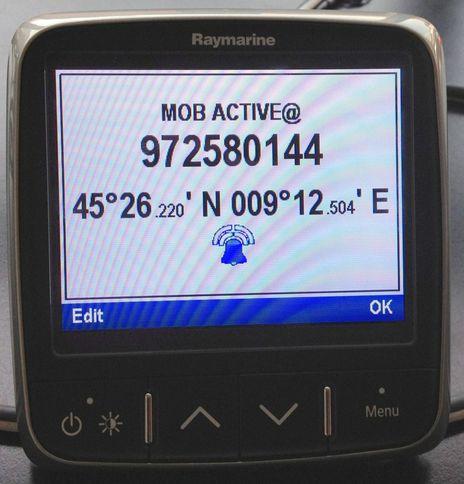 Raymarine_i70_AIS_MoB_Active_courtesy_Wamblee.jpg
