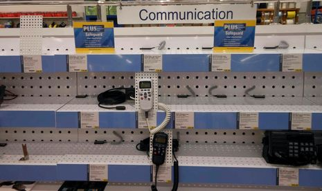 nearly_empty_VHF_shelves_at_West_Marine cPanbo.jpg