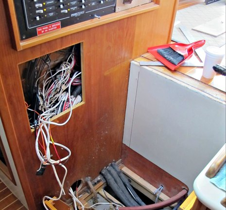 Gizmo_wiring_mess_1_cPanbo.jpg