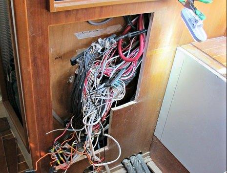 Gizmo_wiring_mess_2_cPanbo.jpg
