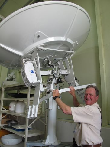 Ben_steering_big_Intellian_antenna.jpg