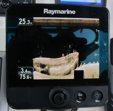 Raymarine_Dragonfly_Lady_of_the_Lake_wreck_cPanbo.jpg