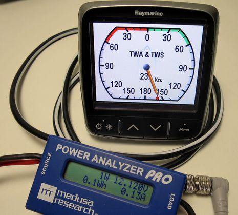 Raymarine_i70_power_testing_cPanbo.jpg