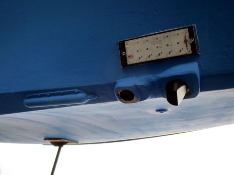Gizmo_forward_transducers__w_underwater_light_5-2014_hres_cPanbo.jpg