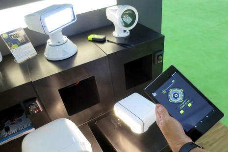 MIBS2016 ACR RCL100 LED searchlight iPad control