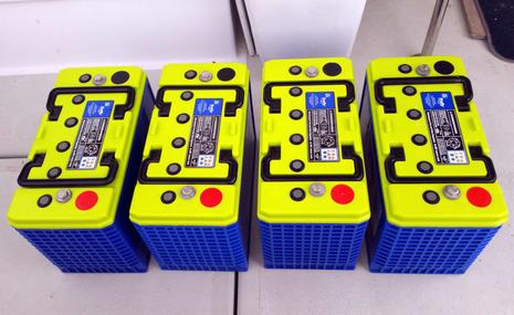 Gizmo_Firefly_Carbon_Foam_AGM_battery_bank_cPanbo.jpg